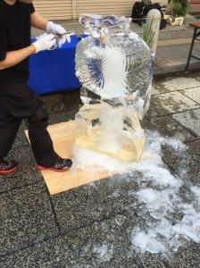 氷を削る職人さん