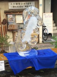 八王子 氷の彫刻 つみだされたやんちゃなタマ